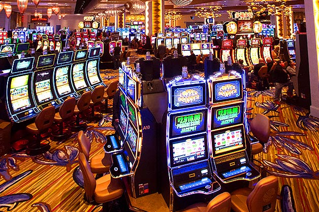 Multiplayer slot gambling